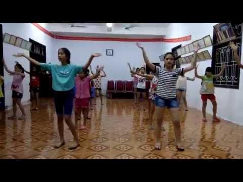 """Nhảy dân vũ """"Tiến lên Việt Nam ơi"""" - Sơn Tùng MTP - Sinh họat hè 2016"""
