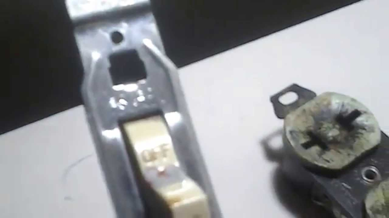 Vintage 1950\'s Electrical Light Switch and Receptacle (outlet) - YouTube