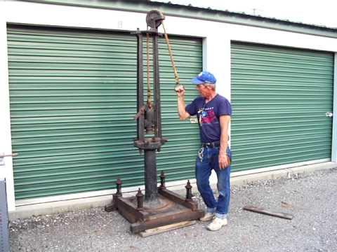 BLACKSMITH MANUAL DROP HAMMER - WORKING!  1800's Metal working
