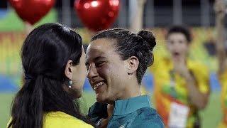 """شاهد.. أول زواج مثلي في """"ريو 2016"""" وسط الجماهير"""