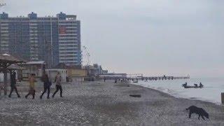 Так выглядят пляжи Лазаревского зимой. Декабрь 2015 Lazarevskoe SOCHI RUSSIA(Приехали отдыхать зимой в Лазаревское - не беда! Море ждет гостей круглый год, тем более, что погода теплая..., 2015-12-12T18:08:22.000Z)