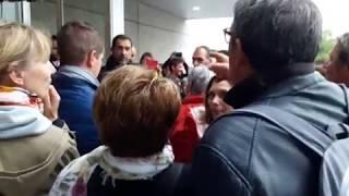 Pays basque : Christophe Castaner face aux cheminots à Irun