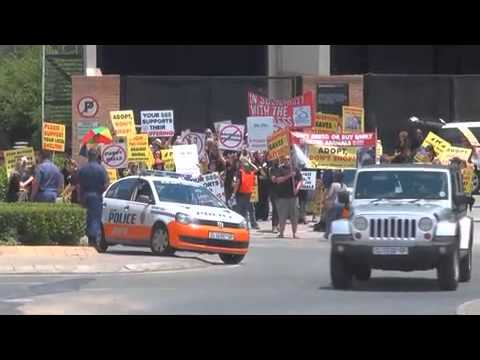 BWC protest against Mr Pet, Nicolway Mall, Bryanston, Johannesburg Oct'13