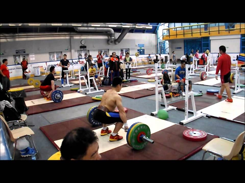 6ccf4fde952d Chinese weightlifting team - 2015 Junior World Championships training hall