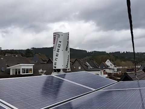 Windkraft und Photovoltaik mit Stromspeicher Einfamilienhaus