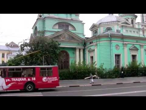 Тролле́бус trolleybus rides Epiphany Cathedral. At the residencethe German lyrics.
