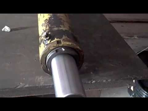 Fork truck cylinder repair youtube for Clark tow motor parts