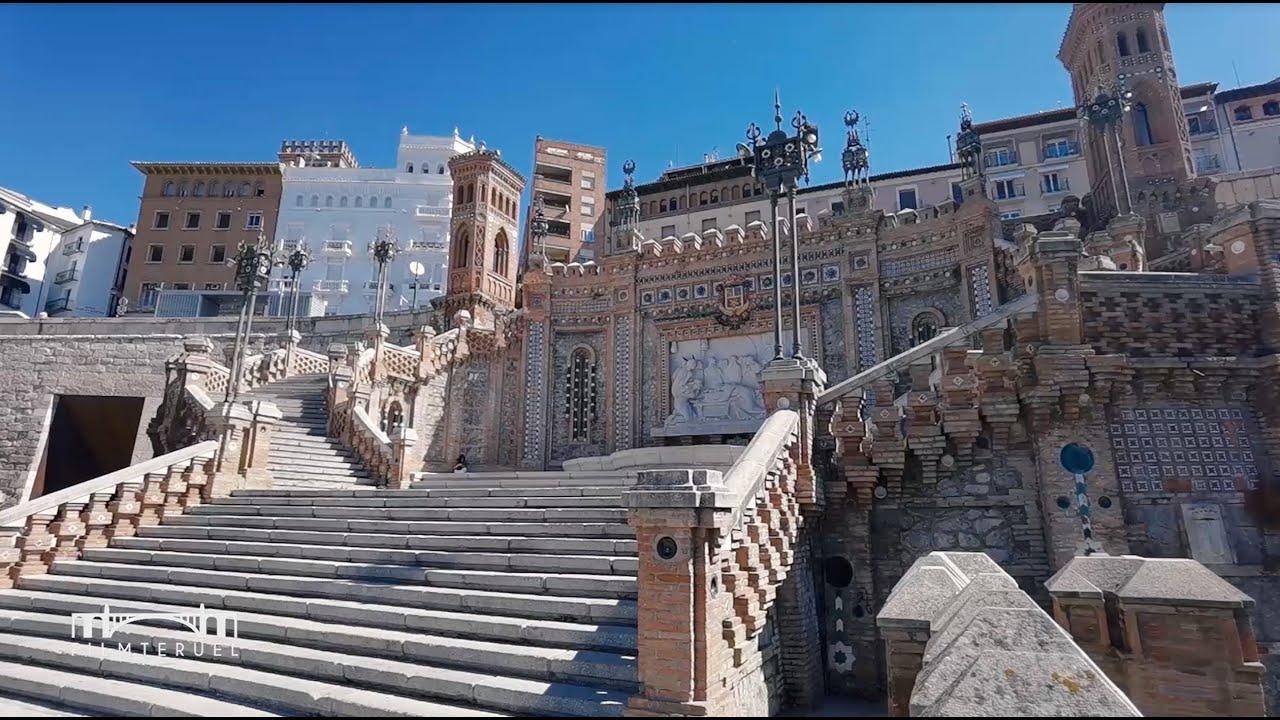 Escalinata modernista / Modernist staircase