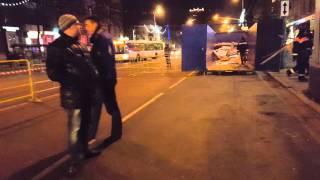 Разгром торговых павильонов у м.Октябрьское поле в ночь на 9 февраля 2016(Таджики и их начальники прячут лица от камеры. Полиция их прикрывает., 2016-02-10T03:54:00.000Z)