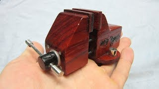 Making a Small Wooden Vise