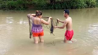 Amazing Fishing In Pailin - How To Catches Fishs - Cambodia Traditional Fishing (part 213)