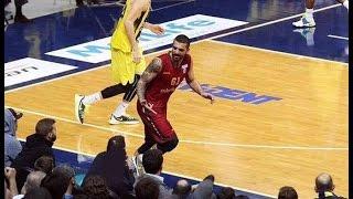 Göksenin Köksal'ın Fenerbahçe tribününe yaptığı ahlaksızca haraket.
