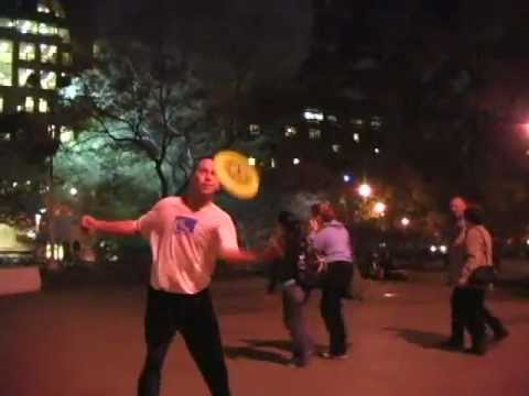 freestyle frisbee in washington square park NYC 2004.mp4