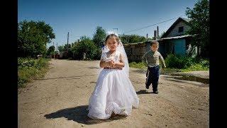 По цыганским законам замуж в 12 лет,реальная деревенская свадьба.1-2 части