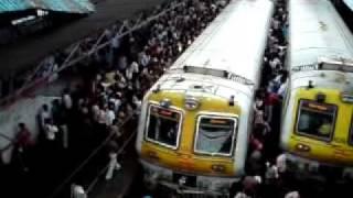 Mumbai local train rush hour - 3000-3500 people board a  train in 1 minute!