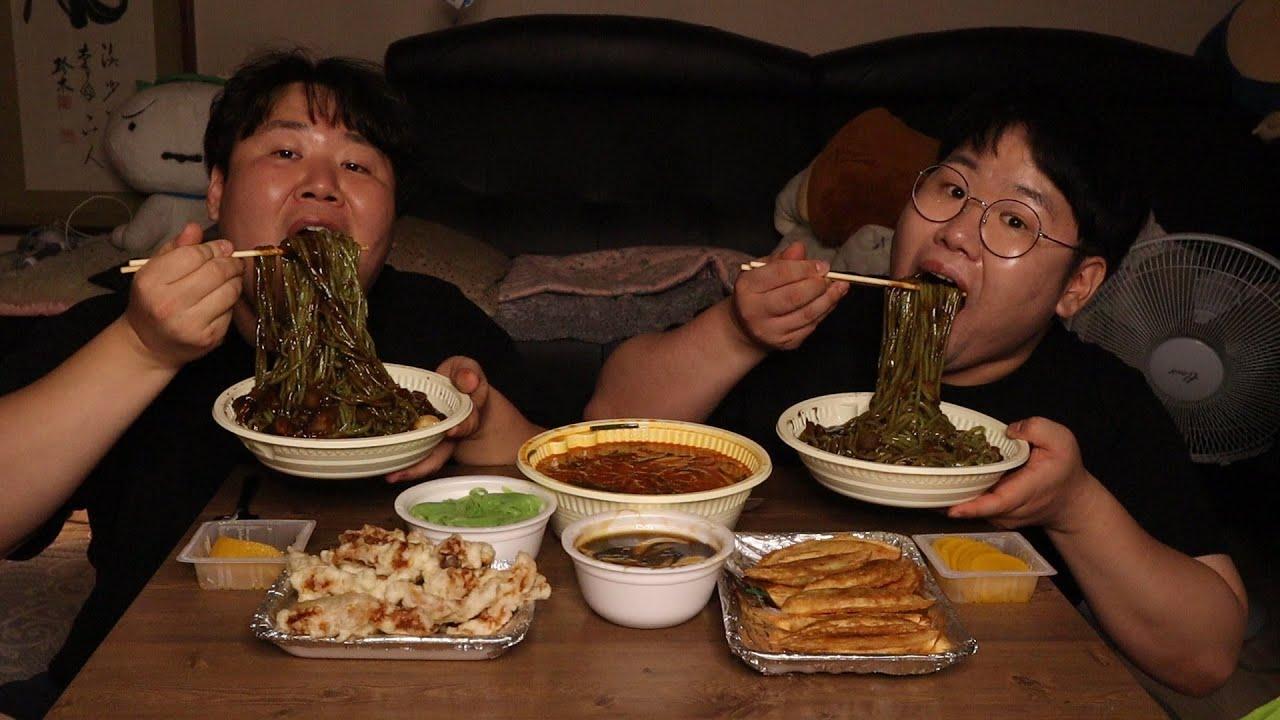 돼지형제는 정말 맛있는 중국집을 찾았어요.
