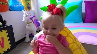 Alicia entró en el juego en su iPad y la pequeña Eva la ayudó.