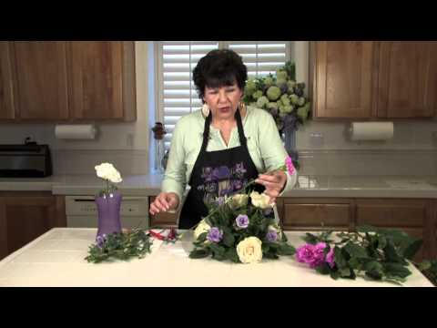 lavender-&-white-wedding-floral-arrangements-:-floral-arrangements-for-weddings-&-centerpieces