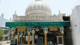 Repeat youtube video Ziarat e Dargah Khwaja Qutbuddin Bakhtiar Kaaki [R.A.], Delhi.