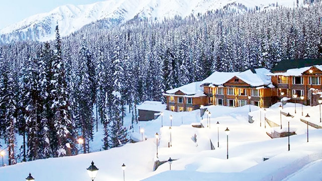 Season's First Snowfall In Gulmarg, Srinagar: Ground Report - YouTube