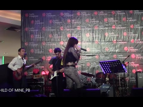 #GUNSNROSES SWEET CHILD OF MINE cover by PAULA BIANCA at LUCKY CHINA TOWN MALL Tour August 25, 2012.