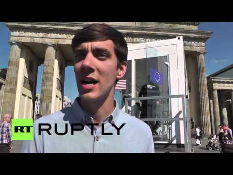 Germany: Public studies first major TTIP leaks at Greenpeace booth in Berlin