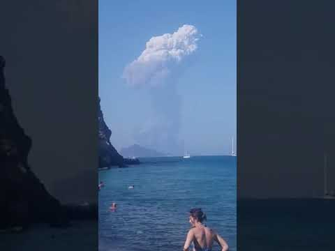Así fue la explosión del volcán Stromboli que causó un muerto y un herido