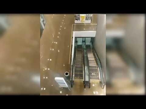 В Киеве торговый центр Ocean Plaza затопило кипятком