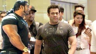 Download Video Race 3: Salman Khan's Macho ENTRY With Bodyguards At Mumbai Airport Retrurning From Bangkok Shoot MP3 3GP MP4