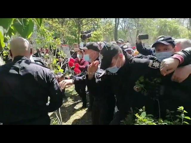 В Одессе радикалы напали на женщину с георгиевской ленточкой