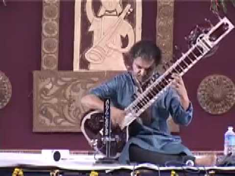 Pandit Shubhendra Rao at Doverlane Music Conference on 26th Jan 09