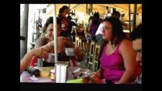 Açaí com peixe frito na  feira do ver-o-peso.wmv