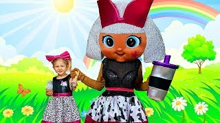 Kiddoz play with a Giant LOL Surprise Doll