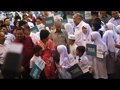 Children meet PM on first day of school