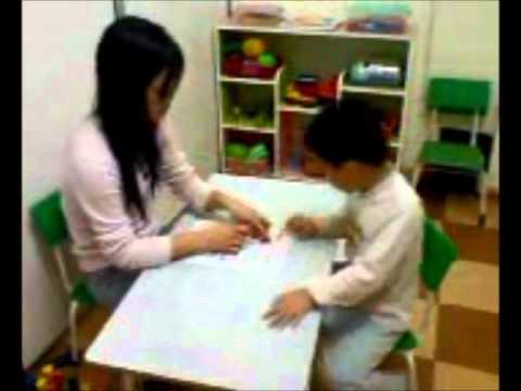 Trẻ tự kỷ Myoko - Huy học bài với cô Thương