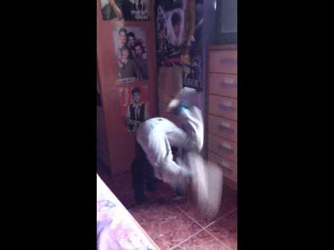 adriá bailando nosa nosa asi voce me mata :)