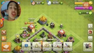 Jugando una partida en clash of clans soy noob jajja