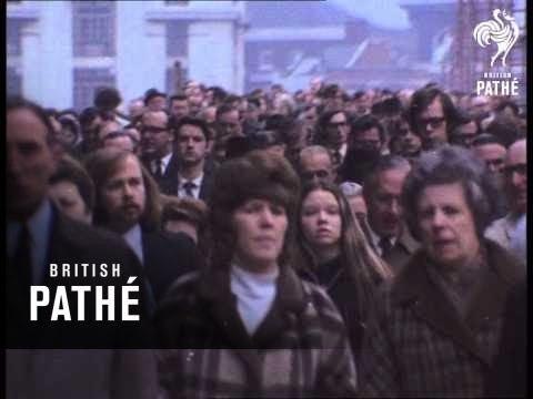 London Bridge Crowds 1972