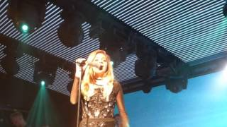 Kelsea Ballerini - Medley/ Peter Pan (HD) - Under The Bridge - 11.05.17