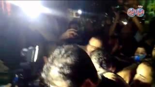 أحمد حلمي وكريم عبد العزيز يهربان برفقة أمين شرطة من الصحفيين بعزاء عمر الشريف