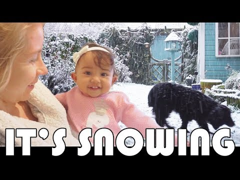 WAKING UP TO SNOW! - FAMILY DAILY VLOG