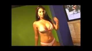 Repeat youtube video MODELO ADRIANA CARDONA-CALI
