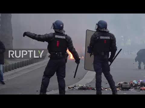 France: Clashes erupts in Nantes at 'Yellow Vest' protest