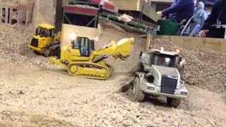 CAT 963D loading a Bell B35D 27/12/14