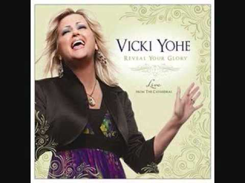 Vicki Yohe: One Moment
