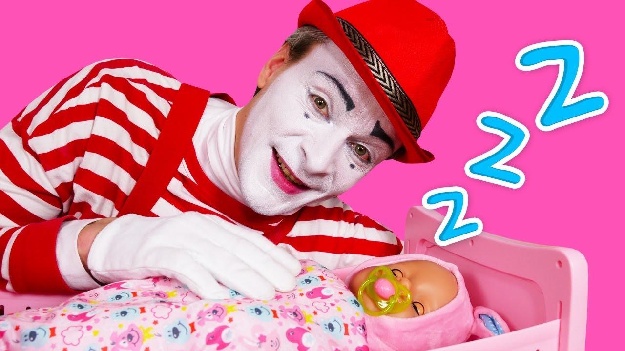 Beaucoup de vidéos drôles pour enfants. Histoires amusantes du poupon bébé born - YouTube