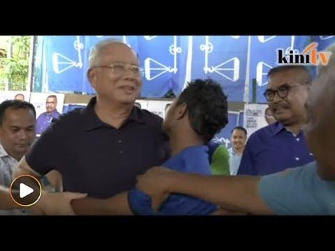 Najib dipeluk erat pemuda Orang Asli