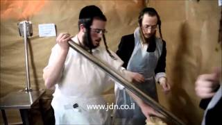 Premishlan Rebbe Baking Matzos  - Nissan 5776