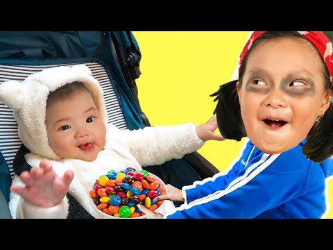 CoCo Family Funny Play Pretend With Mom and Baby In Home PlayGround - Kinderlieder und lernen farben