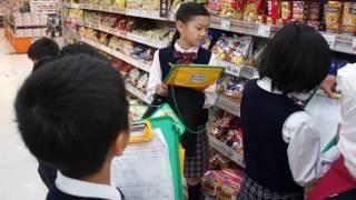 3年生が社会科の学習でスーパーマーケット見学に出かけました。